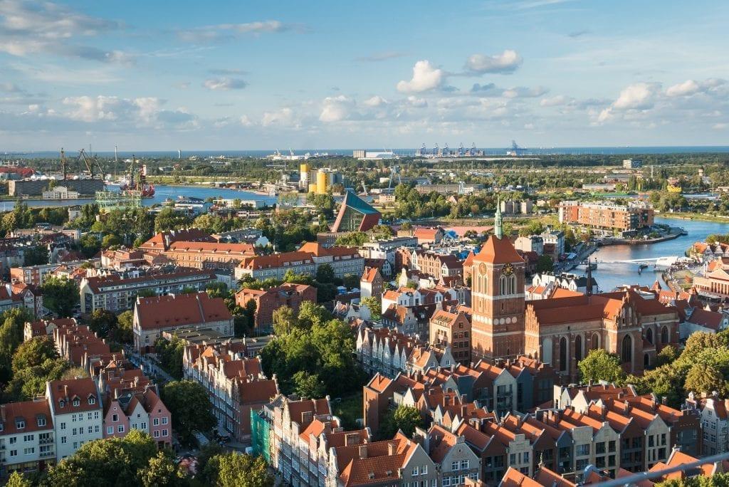 Drohnenaufnahmen Stadt, Luftbilder vom Hotel oder Luftaufnahmen eines Reisegebietes.